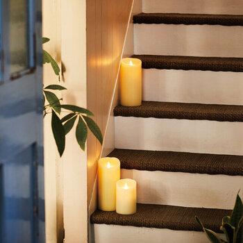 LEDキャンドルは、火を使わず安全に炎を楽しむことができます。タイマー機能がついているものだとより安心して使うことができます。インテリアとしてもおしゃれです。ロウが使われていたり、本物のキャンドルに近い炎のゆらぎを味わえるものを選びましょう。