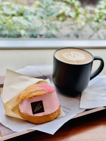 春らしい「マリトッツォさくら」は、ピンク色の桜クリームが可愛らしい一品!ラズベリーソースとピスタチオクリームも入って満足感があります。