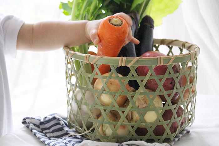 たっぷり買った野菜は、便利な「野菜ストッカー」に入れて、美味しく食べ切りましょう。常温保存の野菜たちの定位置が決まると、野菜がいつも目に入るようになります。その野菜たちを使い続けていくうちに、補充すべき量が直感的に分かるように。ついつい野菜を買いすぎてしまって、ダメにしてしまうということも減りますよね。  気になった「野菜ストッカー」はありましたか?おしゃれな「野菜ストッカー」を取り入れれば、キッチンに立つ時間もより楽しいものになりそうです。みなさんの暮らしにちょうどいい「野菜ストッカー」との出会いがありますように。