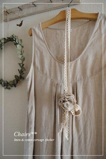 夏服にもぴったり。ネックレスのようにつけたり、モチーフ部分をバッグに飾ったり、髪留めのように使っても良いですね♪