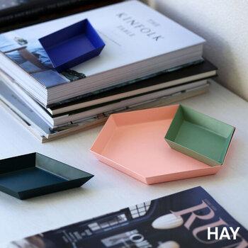 デンマークからやってきた「HAY(ヘイ)」を代表するカラフルなトレイ、Kaleido(カレイド)。何色にしようか、大きさや組み合わせはどうしようか、考えているだけでもわくわくします♪