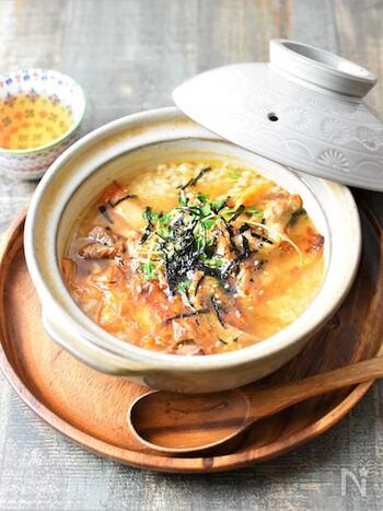 ちょっとスタミナのあるものが食べられそうな日は、豚キムチの旨味がスープとご飯に染み出す、ほっと温まる豚キムチクッパがおすすめ。もち麦が食感のアクセントになって、食が進みます。