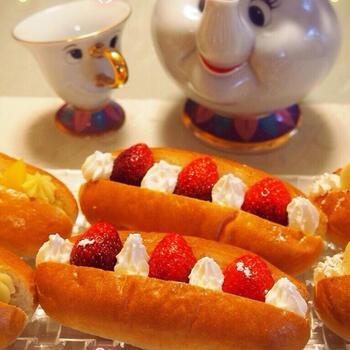 旬の季節には是非試したいイチゴとホイップクリーム。見た目も可愛らしく、フレッシュなイチゴは贅沢な気分にさせてくれます。