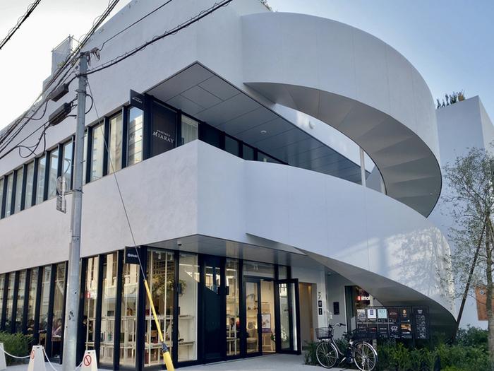 2021年2月にオープンしたばかりの「Iittala Omotesando Store&Café(イッタラ表参道 ストア&カフェ)」。フィンランドのデザイン企業、イッタラが手がける世界初のカフェ併設ショップです。