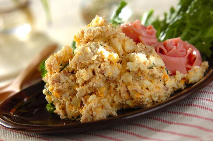 ポテトサラダのようなおからサラダは食べごたえ◎ 具材も普段ポテトサラダで使う材料で簡単に作ることができます。おもてなしの食卓やちょっとしたごちそうに添えるのもおすすめ♪隠し味のヨーグルトとマスタードの酸味が味の引き締め役になっています。