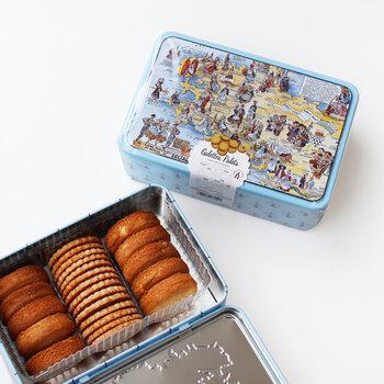クッキー発祥の地、フランス・ブルターニュ地方のお菓子メーカー「La Trinitaine(ラ・トリニテーヌ)」のガレット缶。良質なバターをふんだんに使って焼き上げたガレットは濃厚で、手が止まらない美味しさです。厚焼きのパレットもブルターニュ地方の原材料を使いコクのある味わい。この2種類を堪能できる贅沢なガレット缶です。