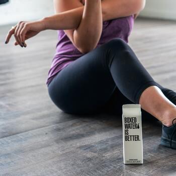 ストレス解消に運動する人は多いと思いますが、定期的な運動はストレス解消や気分転換になるだけでなく、そもそものストレス耐性づくりにも効果的です。  運動をすると幸せホルモンと呼ばれるセロトニンやエンドルフィンがよく分泌され、心の疲れを取り去ってくれます。悩みが生まれたとき、なんとかなる!と強く思えたらいいですね。