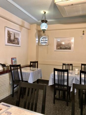 「TURKUAZ(トルコアズ)」は3階建ての一軒家レストラン。5つ星ホテルで腕を磨いたシェフが作るお料理は、どれも食べやすいと人気です。