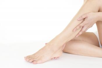 血流やリンパの流れを良くするためには、マッサージも効果的です。このとき、リンパは皮膚のすぐ下にあるので、優しくマッサージするのが巡りを良くするためのポイントです。
