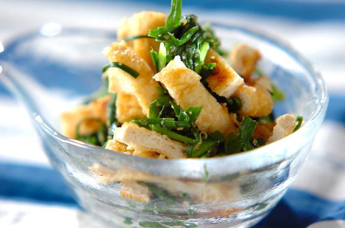 ニラやニンニクといった、香りの強い食材を使ったナムルです。茹でたニラと焼いた油揚げを調味料と混ぜたら、あっという間に出来上がり。油揚げは和の味付けが定番ですが、たまには韓国風もいかが?