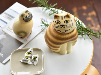 人気のリサ・ラーソンの陶器オブジェ、ネコのMIA(ミア)。ミニサイズのミアはペーパーウェイトとしてもお使い頂けます♪くりっとした瞳に見つめられると思わず微笑んでしまいますね。インテリアがグッと華やかになるおすすめアイテムです!
