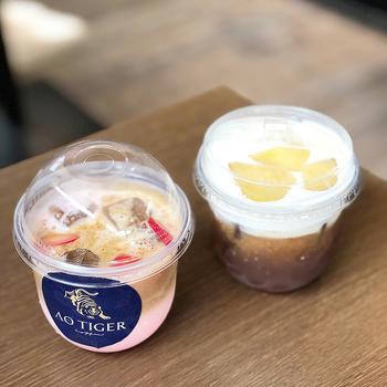 写真左の「フルーツラテ」は、濃厚なまろやかさに甘酸っぱさが良く合います。日本のフレッシュフルーツと台湾コーヒーのコラボレーションを楽しんでみませんか?