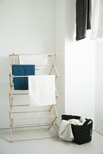 ベランダを何往復もする時間、毎日の天気や花粉の飛散情報を調べる時間、取り込むタイミングを考える時間など、外干しするときに掛かる時間を大幅に節約できます。室内干しにすると、朝イチに干さなくても、ライフスタイルに合わせて午後に干したり、夜に干したりと自分の好きな時間に洗濯できるのもうれしいポイント。