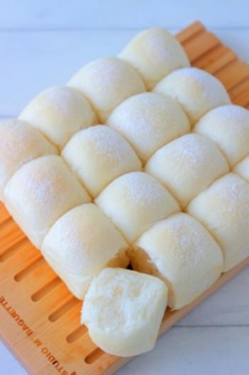 スポンジケーキやブラウニーなどの焼き菓子だけでなく、ちぎりパンやフォカッチャなどのパンも焼けるのがスクエア型の嬉しいところ。型に並べる際も列が整いやすいため、焼き上がりもとてもきれいに仕上がります。