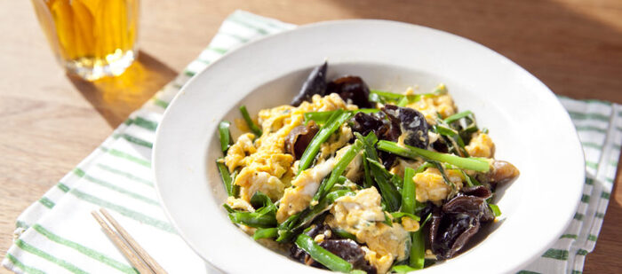 キクラゲのコリコリの食感が癖になる一皿。ちょっと本格的な中華の味が楽しめます。お子様がいらっしゃるご家庭では、キクラゲを千切りにすると食べやすいかもしれませんね。