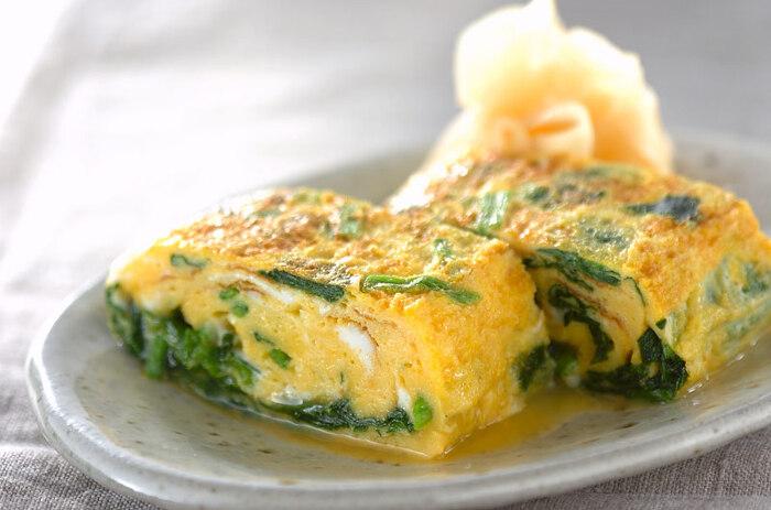 ほうれん草入りで見た目にも美しい、だし巻き卵。鉄分やビタミンなどの栄養を摂りたい方は、朝食や夕食の副菜に取り入れて、積極的に食べましょう。