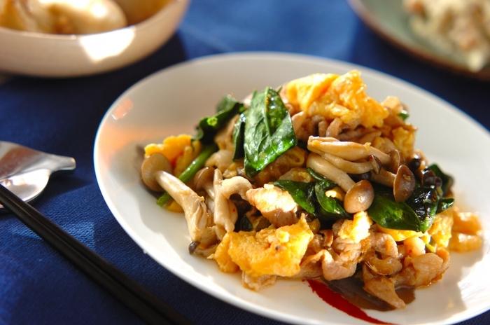 コラーゲンを摂りたい、栄養をたっぷり摂りたい時にぴったりなおかず。卵も豚肉もお野菜も、一度に食べて元気いっぱい♪オイスターソースの味付けで、ご飯もすすみます。