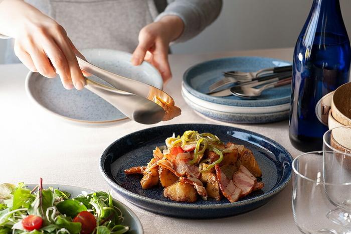 フチがほどよく立ち上がっているので、大皿料理の盛り付けはもちろん、カレーやロールキャベツなど汁気のある料理にも使えます。