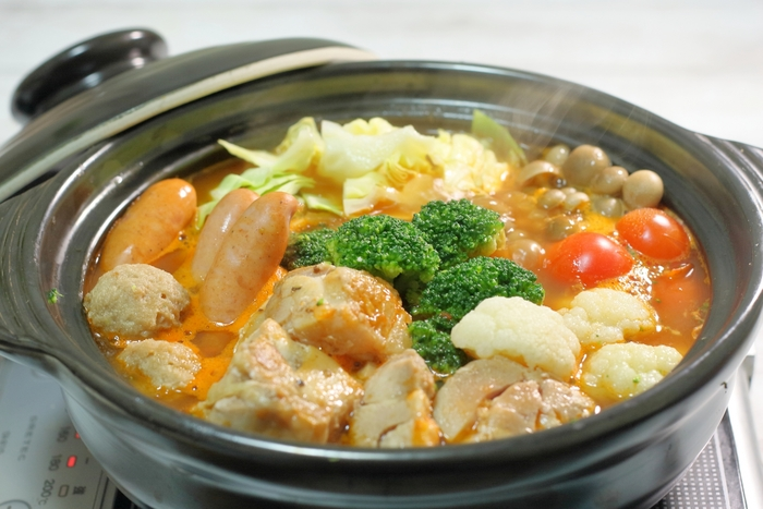 ワンプレートメニューの他に、週の半ばを「鍋の日」に設定しても。冷蔵庫にある食材で作ることができ、野菜をいっぱい食べられるのが嬉しいですね。