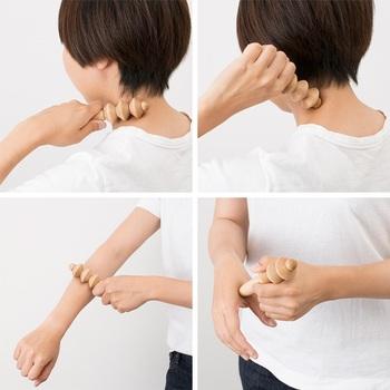 気になったときに、首や手元にコロコロ。ヘッドと手持ちの部分はつぼ押しにも使えます。小ぶりな設計なので手に取りやすく、ちょっとしたスキマ時間に身体をほぐせて◎