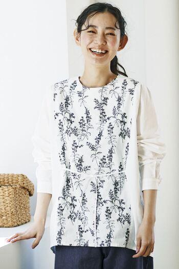 """繊細で美しい""""刺繍アイテム""""をコーディネートに取り入れるだけで、儚げな華やかさが生まれます。軽やかさも演出できるので暖かな春から夏の装いにもぴったりです。"""