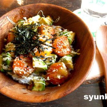 海老×アボカドという黄金コンビを、甘辛い照り焼き味に仕上げた一品。卵黄やマヨネーズも入った濃厚な味わいは、子供も大人も大好きなはず♪