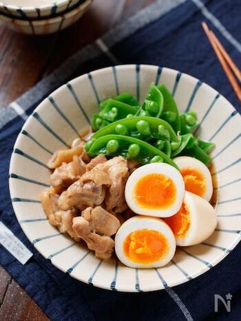 醤油と砂糖の甘辛い味は幅広い世代に喜ばれる優しい味。ゆで卵を用意しておけば、鶏肉を切って煮るだけの簡単な工程で出来上がります。冷蔵庫で3~4日持つので、作り置きやお弁当にもおすすめですよ。
