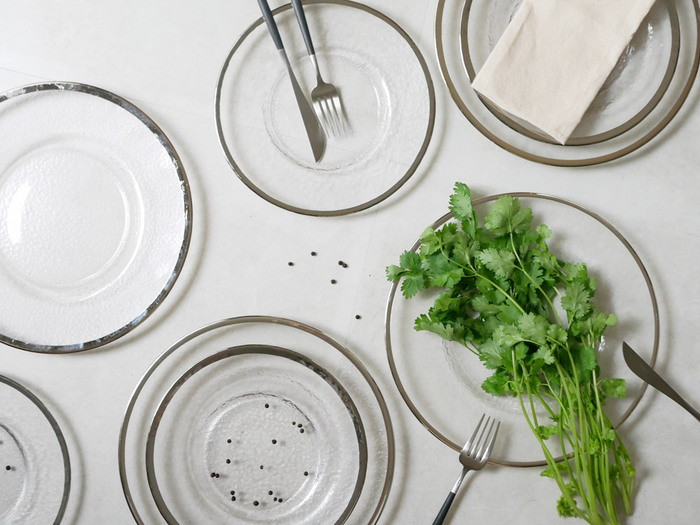 きらめく存在感。おもてなしにも、普段使いにも。素敵な【ガラス食器】集めました