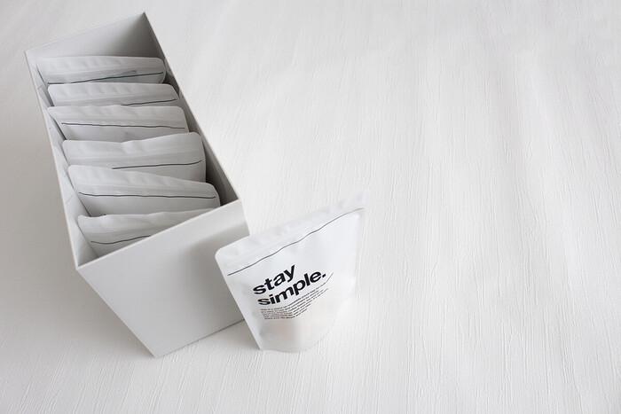 キャンドゥのスタンドジッパーバッグを使えば、すっきりと食品収納ができます。無印ファイルボックスのワイドタイプにもぴったり◎