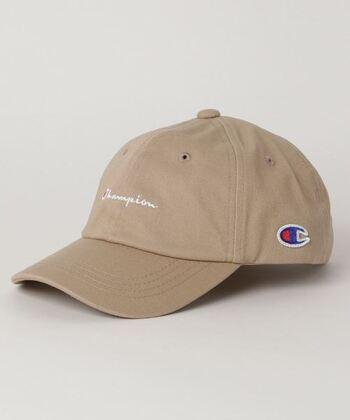 カジュアルブランドの大定番とも言えるチャンピオン。帽子選びで迷ったときは、まずコレを押さえておけば間違いナシです。カラーバリエーションも豊富で、価格も手頃なため、色違いで揃えたくなります。