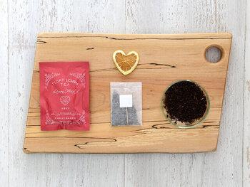 「光浦醸造」から販売されているフロートレモンティーは、その名の通り本物のレモンを浮かべて紅茶を楽しめる新感覚のティーバッグセットのこと。