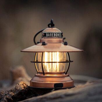 LEDランタンは、火を使わないため安全に明かりを確保することができます。また寿命が長い上、虫が寄りにくく、屋外でも使いやすいので万が一の停電時に役立ちます。