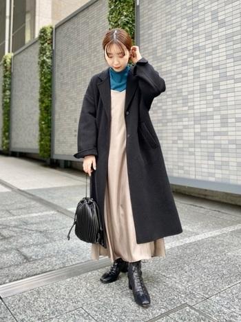 希少性の高いジーロンファーストラムを使ったチェスターコートです。2枚の布を丁寧に合わせて縫製していくリバー仕立てで、保温性もばっちり。