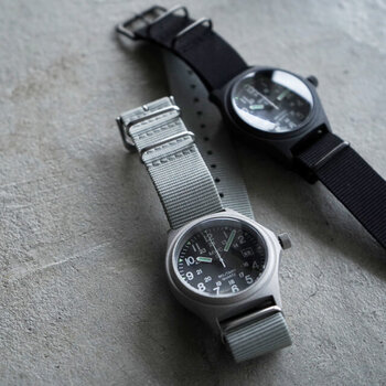ミリタリーテイストが好きな人におすすめな、本格ミリタリーウォッチ。 「MWC」は1974年にスイスで設立されたブランドで、世界各国の軍隊や警察組織に腕時計を納品しています。その中の一つが「G10」で、それを全く同じプロセスで一般向けに作ったのが「Genuine G10 Watch」です。