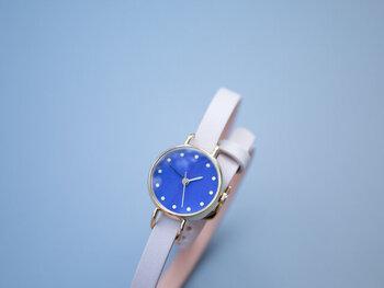 日本古来の美をテーマに腕時計をデザインしている「はなもっこ」。「こないろシリーズ」は、日本で飛鳥時代から使われている岩絵の具が文字盤に塗られています。