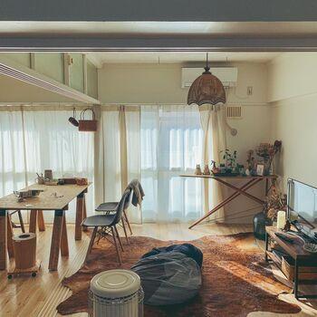 お部屋を仕切っていた戸を外せば、ダイニングテーブルを置くスペースも十分。ラグや大きなクッションを置けば、テレビをみながらゆったりできるソファスペースも。