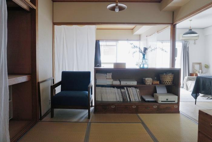 1人掛けのアームソファを置いて、読書やリラックスタイムにとっておきの特等席を確保。もちろん、床でゴロンとしながら雑誌をめくってもOK!
