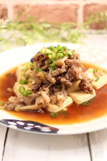 材料を鍋に入れて煮るだけの、3分でできる肉豆腐。牛こま肉も入っているからお腹も満足です。