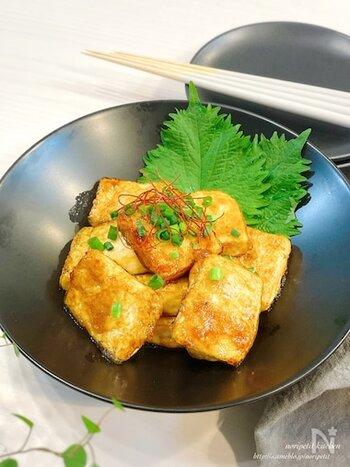 しっかりめの甘辛味でご飯もすすむ豆腐の照り焼き。おつまみにもぴったりです。