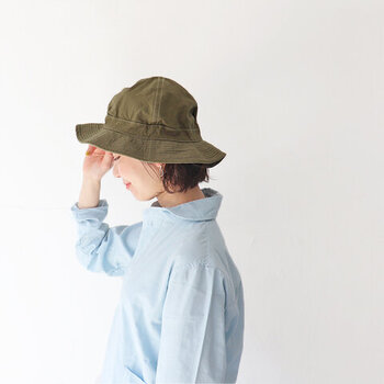 キャップ派 or ハット派?人気ブランドと大人に似合う「帽子」コーデ