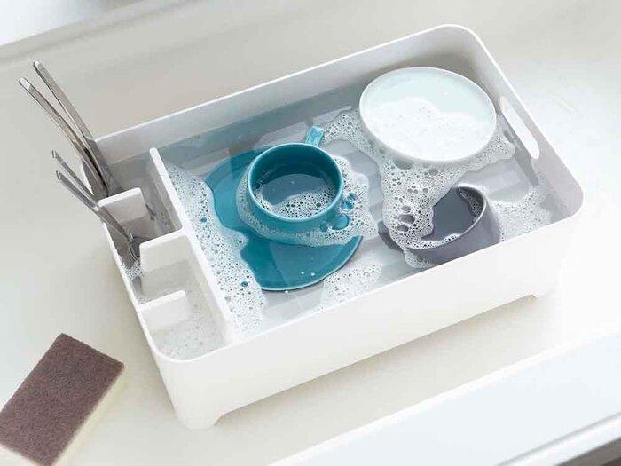 この製品の良い所は、水を溜めてつけ置き洗いができること。食器もバスケットも一緒に綺麗になって、一石二鳥♪このバスケット1つで、洗浄も水切りもできるのは便利ですね。
