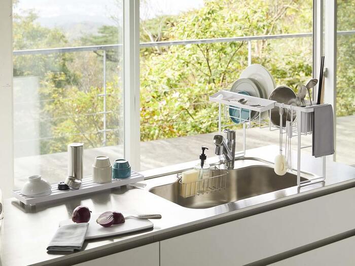 水切りトレーは本体から外して、単体でも使えます。水はけ口を自由に動かして、シンクに水を流せるのが便利。キッチンのスペースに合わせて、使い方を工夫できますね♪