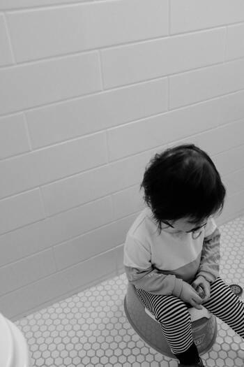 もちろん個人差はありますが、一般的に布おむつを使っていると、紙おむつを使っているお子さんよりも1年~1年半おむつ離れが早いと言われています。お子さんの成長の中で、トイレトレーニングは大きな節目の一つ。スムーズに進められると、毎日こんなに?と思うくらい楽になるんです。お出かけの時の荷物も減って◎。