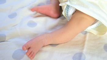 「布おむつ」は赤ちゃんを笑顔にする。基本の使い方や洗い方をご紹介。