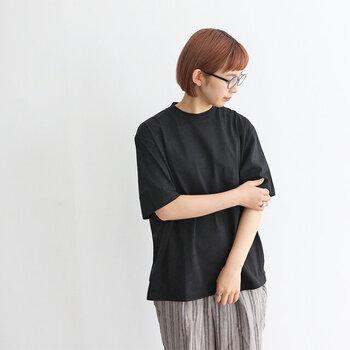 シンプルな「無地Tシャツ」はどう着こなす?5つのポイントでコーデ上手に♪