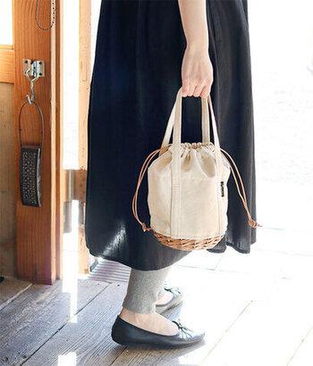 ランチバッグには見えない、普段使いもできる巾着バッグです。サブバッグ感覚で持ち歩けるので、デザイン重視でランチバッグを選びたい方にぴったり。