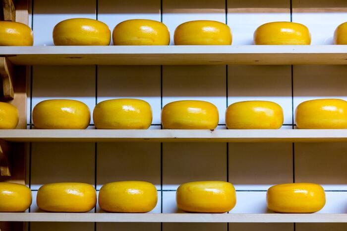 日本人の味覚に良く合うといわれている「ゴーダチーズ」。プロセスチーズの原料にも使われるクセのない味わいが人気で、オランダを代表するチーズです。その他にも「ゴーダ」、「コンテ」、「ボーフォール」、「ブルーチーズ」などチーズがおすすめで、様々な組み合わせでお好みの味を楽しめます。