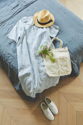 リラックスムード漂う開襟ワンピースは、爽やかな着こなしを楽しめます。デコルテラインをきれいに見せ、二の腕をカバーしてくれる五分袖。クリーンな印象のストライプをチョイスして、カジュアルな夏の装いを品よく仕立ててくれます。ボタンを開けて羽織としても使える万能アイテム。