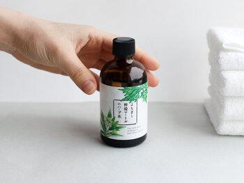 マスクで荒れた肌はちょっとした刺激に敏感になりがち。こちらは、無農薬のよもぎ、レモンマートル、カモミールを使って水蒸気蒸留をされたハーブ水。天然保湿成分がかさつく肌にやさしくうるおいを与えてくれます。さらっとしたつけ心地でさっぱり。さわやかなレモンマートルの香りで心も癒やしてくれるスキンケアです。