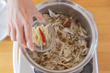 家計の味方『きのこだけのレシピ』を大特集!えのきの単品料理もマスター♪